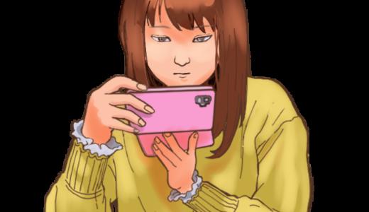 スマホを操作する女性のイラスト(真剣な顔バージョン)