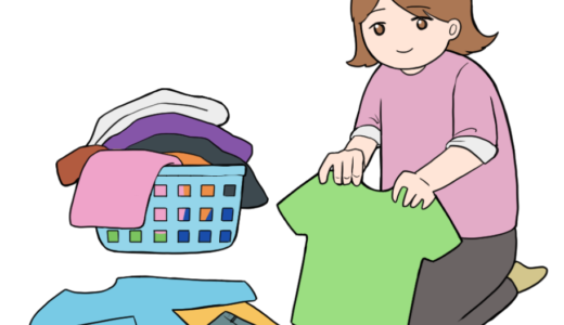 洗濯物を畳む主婦・女性のイラスト