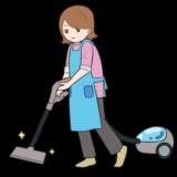 掃除機をかける主婦のイラスト