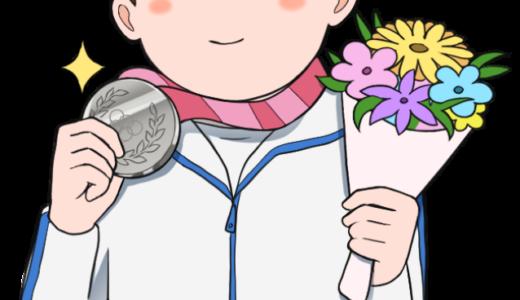 銀メダルを獲得した男性選手